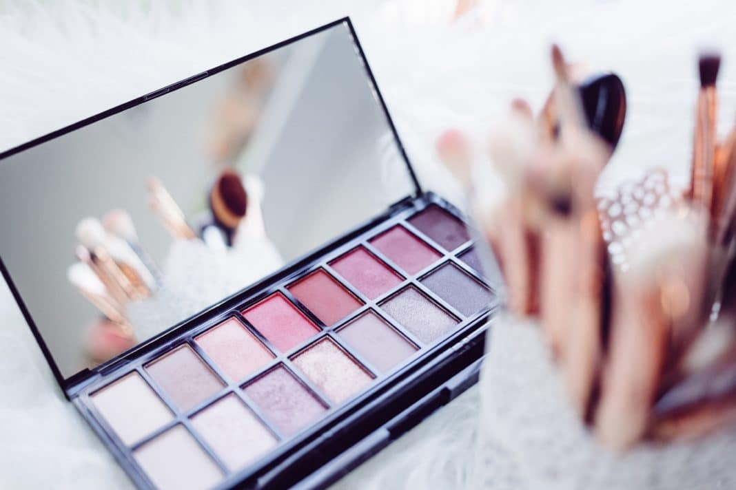 how to organize makeup