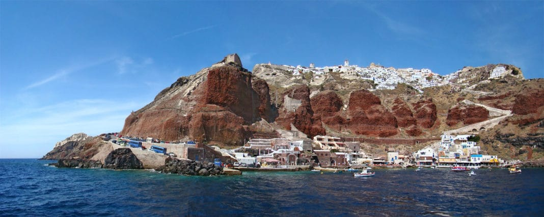 Santorini beaches - Amoudi Bay