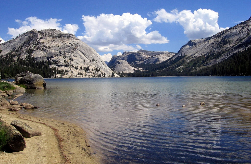 best Yosemite hikes - Tenaya Lake