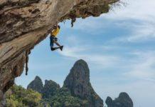 bouldering vs rock climbing