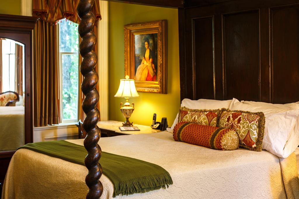 best hotels in Savannah GA - Eliza Thompson House