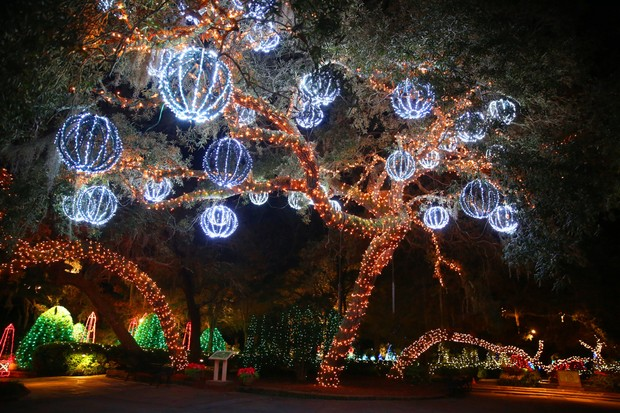 magic-christmas-in-lights-display-at-bellingrath-gardens -and-home-in-theodore-ala-7c158879f3f20841