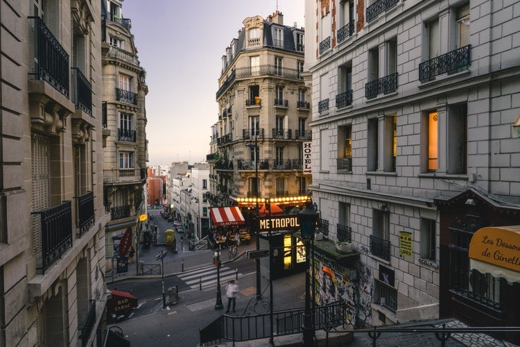 where to stay in paris - Montmarte