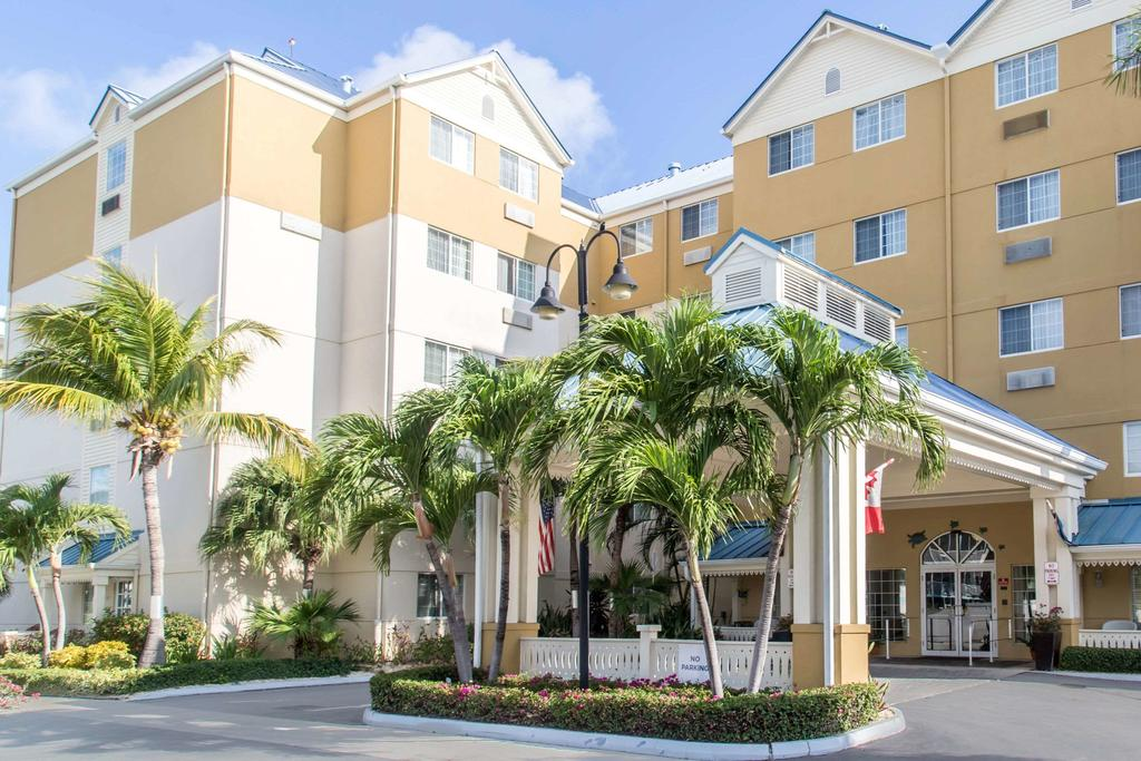 Grand Cayman all inclusive resorts - Comfort Suites Seven Mile
