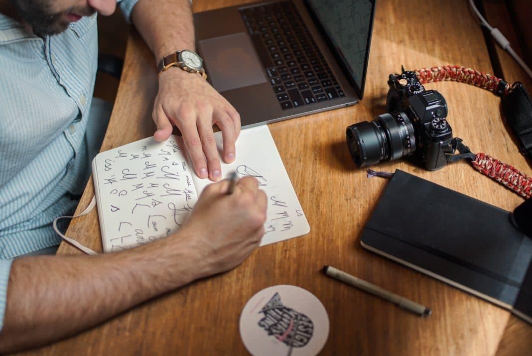 digital nomad jobs - graphic designer