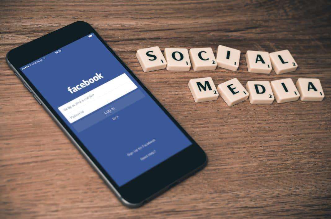 digital nomad jobs - social media marketer