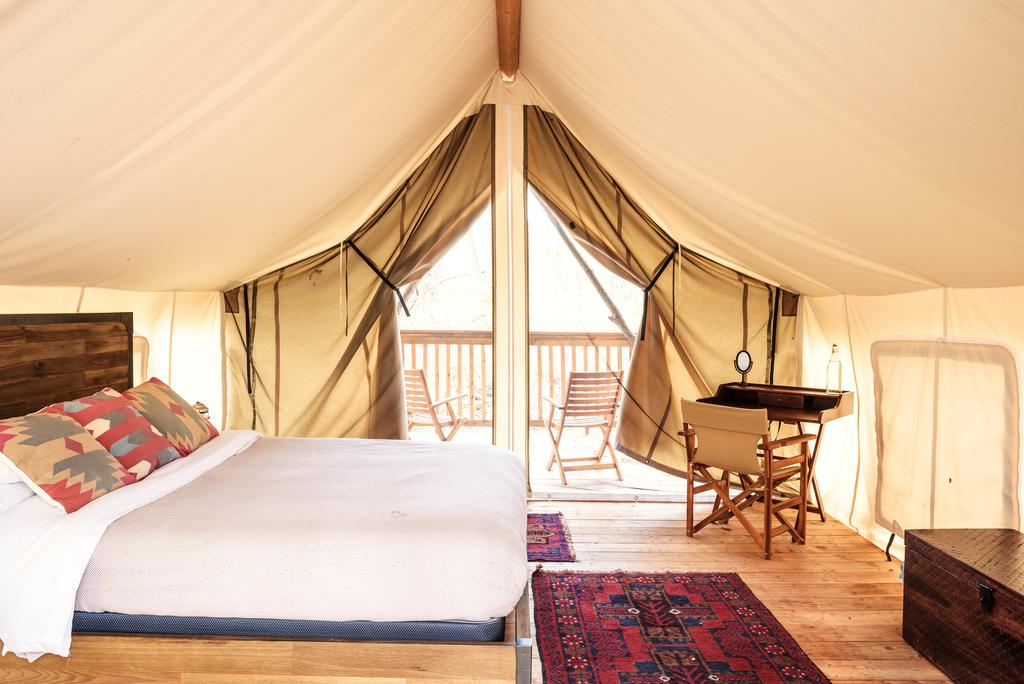 romantic getaways in NY - Hotel Firelight Camps