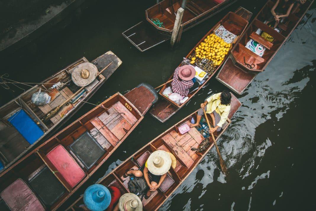 best places to visit in thailand - Damnoen Saduak Floating Market